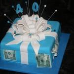 עוגת מתנה עם דולרים, עוגות למבוגרים , עוגות מעוצבות למבוגרים , עוגות לאירועים , עוגות מעוצבות לאירועים , עוגות מבצק סוכר , עוגות מעוצבות מבצק סוכר , דנהלה עוגות מעוצבות , עוגות יום הולדת למבוגרים