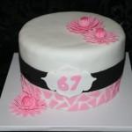 עוגת פרחים עדינה