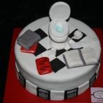 עוגה לחובב שירותים בשילוב ספרים, ולא לשכוח שוקולד השחר