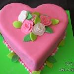 עוגות לבנות , עוגות ליום האם , עוגות לחגים , עוגות לאירועים , עוגת לב